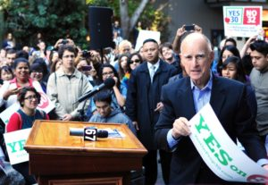 Gov. Jerry Brown speaks to students about voting in Quarry Plaza. Photo by Sal Ingram