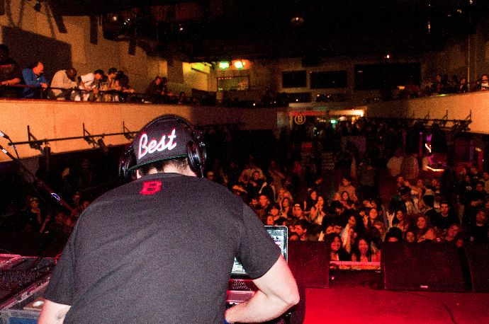 DJ Sam F gets the crowd going at the E-40 show.