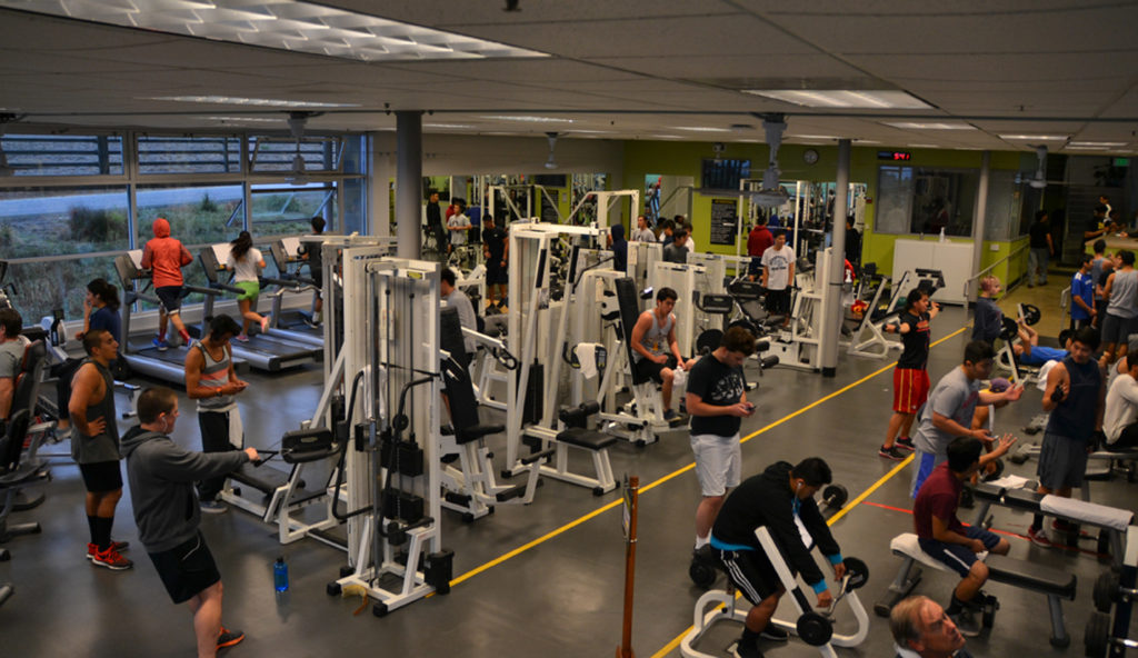 The first floor of the Wellness Center is closed MOnday through Thursday mornings for physical education classes, forcing all other students to work out on the second floor. Photo by Matthew Tsuda.
