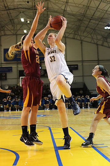 Mackey Breaks UCSC All-Time Rebound Record