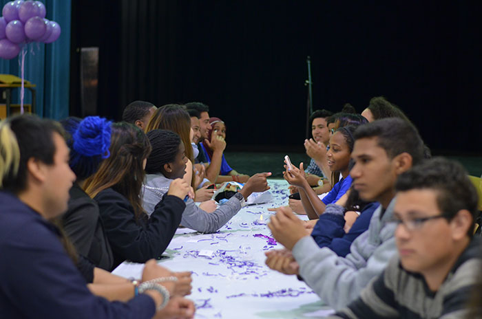 Prospective students from Destination Higher Education (DHE), A Step Forward (ASF) and Oportunidades Rumbo a la Educación (ORALE) talk as they wait for the collaborative dinner to begin. Photos courtesy of Carmela Ontengco.