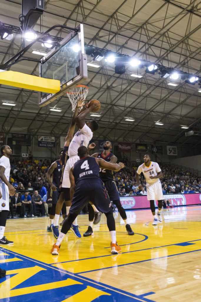 Elliot Williams of the Warriors attempts to score against Bakersfield. The Warriors played in front of a packed stadium and won 104-87. Photo by Casey Amaral.
