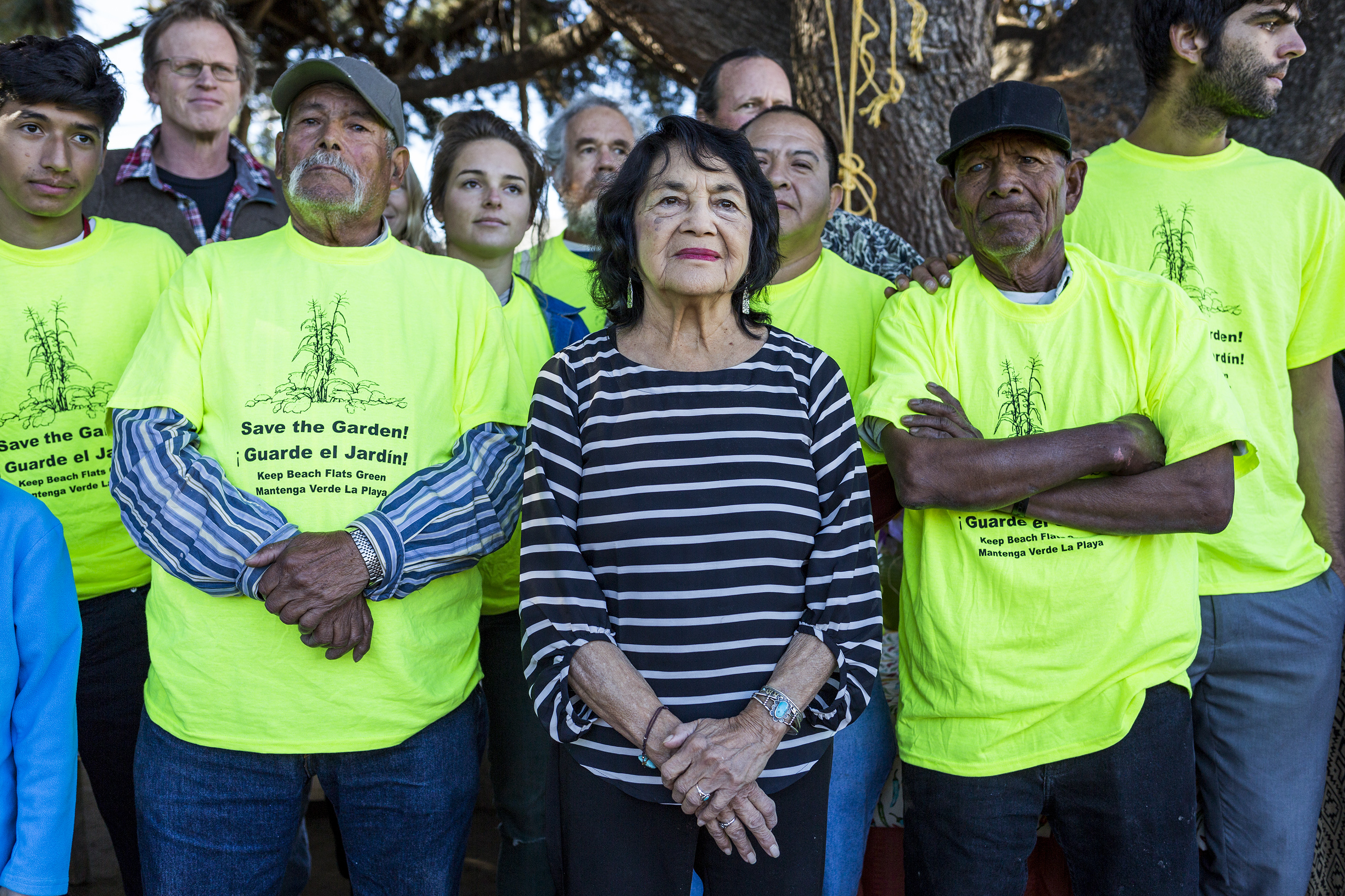 Dolores Huerta stands with gardeners Don Emilio Martinez Castañeda (left) and Domingo Martinez (right) during a garden meeting on Nov. 13. Huerta emphasized the importance of small gardens and gave her support in their continued fight. Photo by Jasper Lyons.