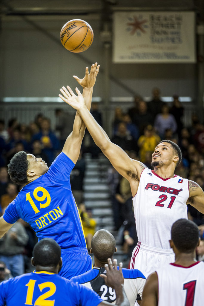 Santa Cruz Warriors #19 Daniel Orton wins the tip off at the beginning of the game against the Sioux Skyforce on Jan. 9. The Skyforce defeated the Santa Cruz Warriors 102-81. Photo by Jasper Lyons